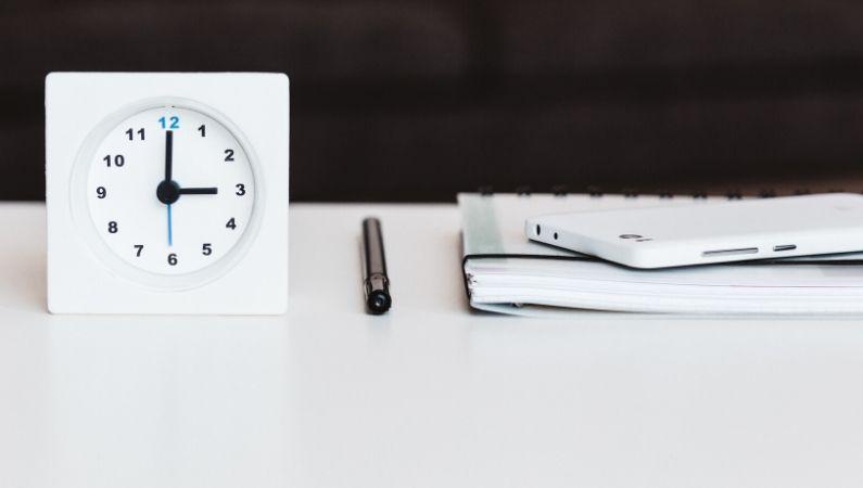 empleados-felices-reloj